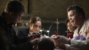 Fringe 02x01 : A New Day in the Old Town- Seriesaddict